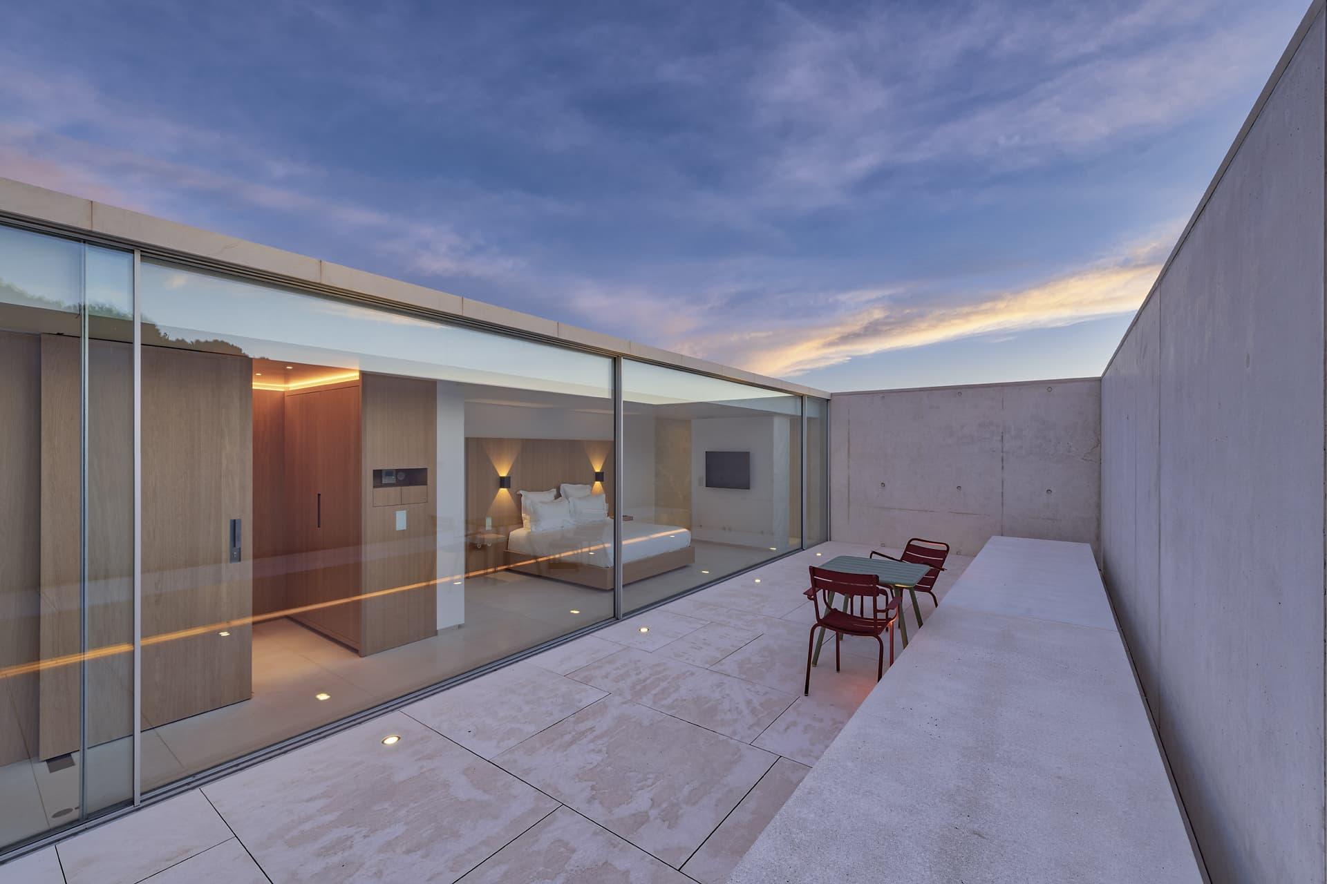Eclairage de la terrasse privative de la chambre master de la villa privée Sigma