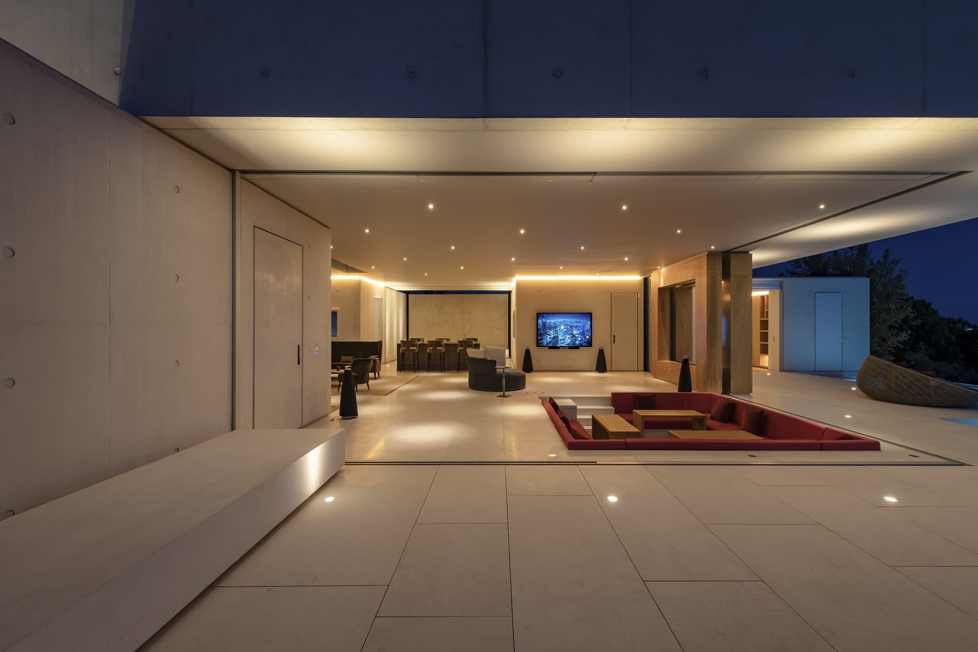 Vue extérieur du ciel étoilé de salon ouvert sur l'extérieur de la villa privée Sigma