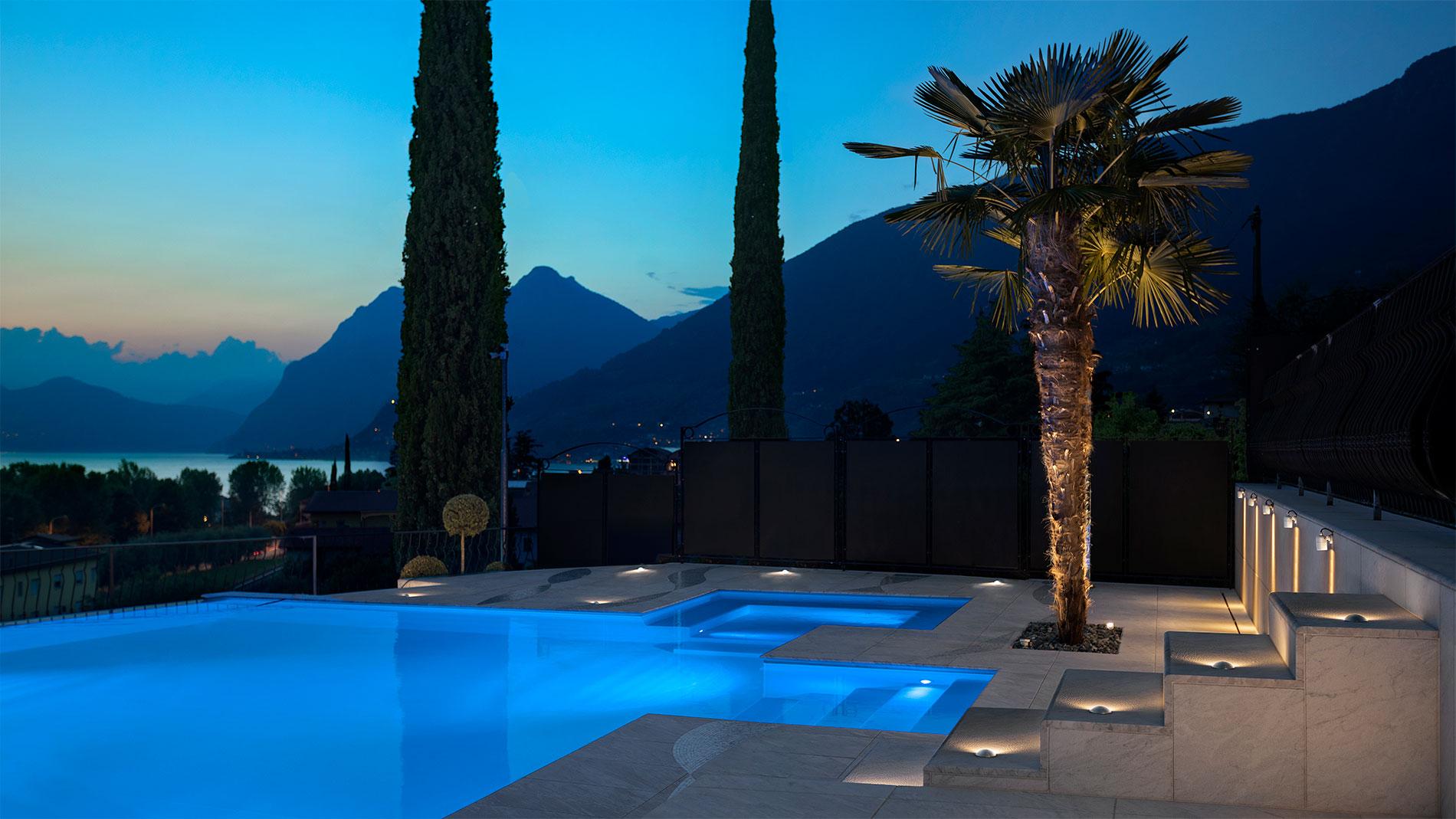 Photo d'une des réalisation de Luce&Light, l'élairage d'une piscine dans une villa