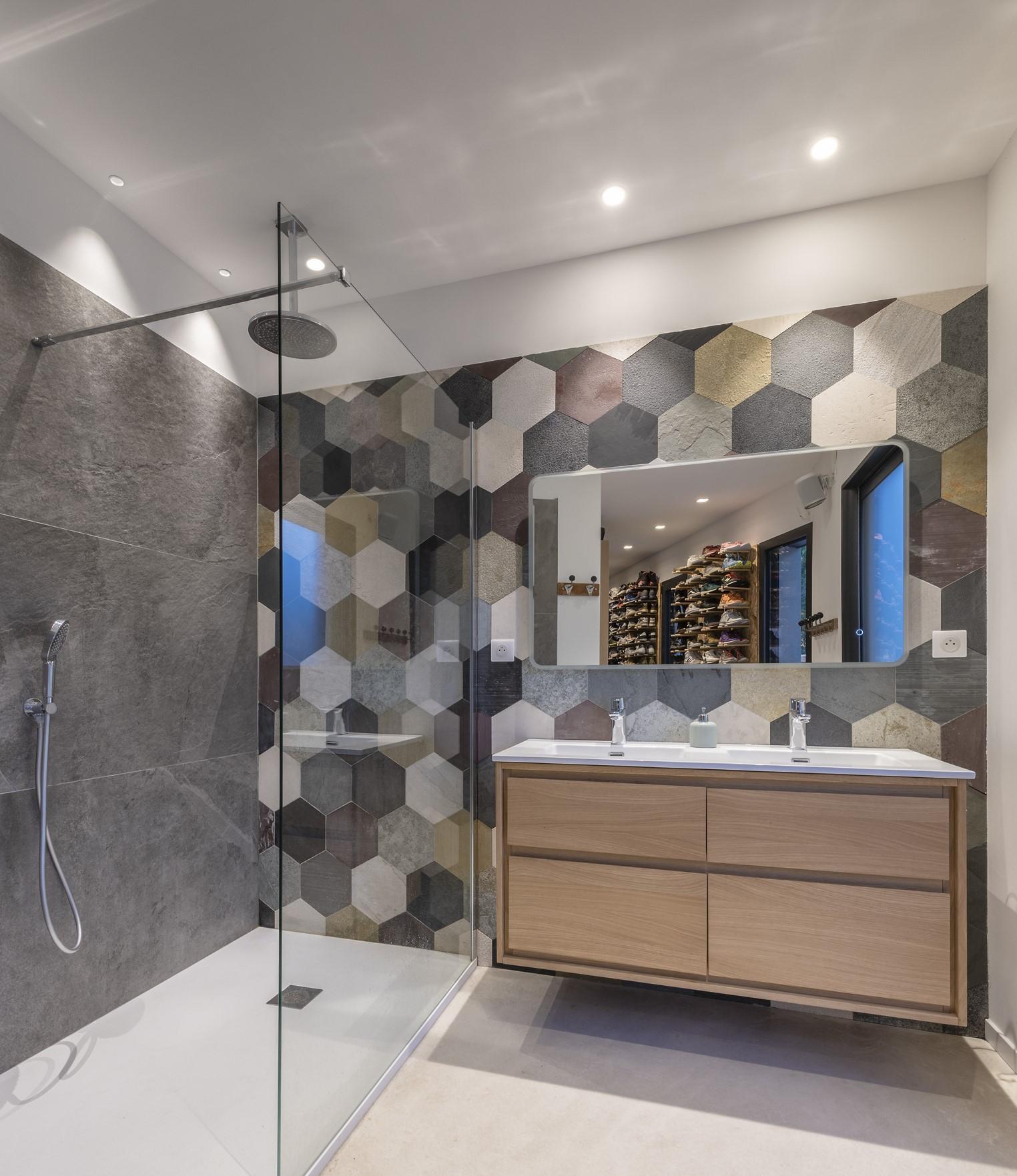 vue d'ensemble de la salle de bain de la villa privée zeta