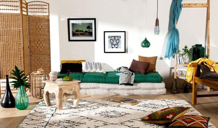 salon avec un style ethnique chic de toutes les couleurs