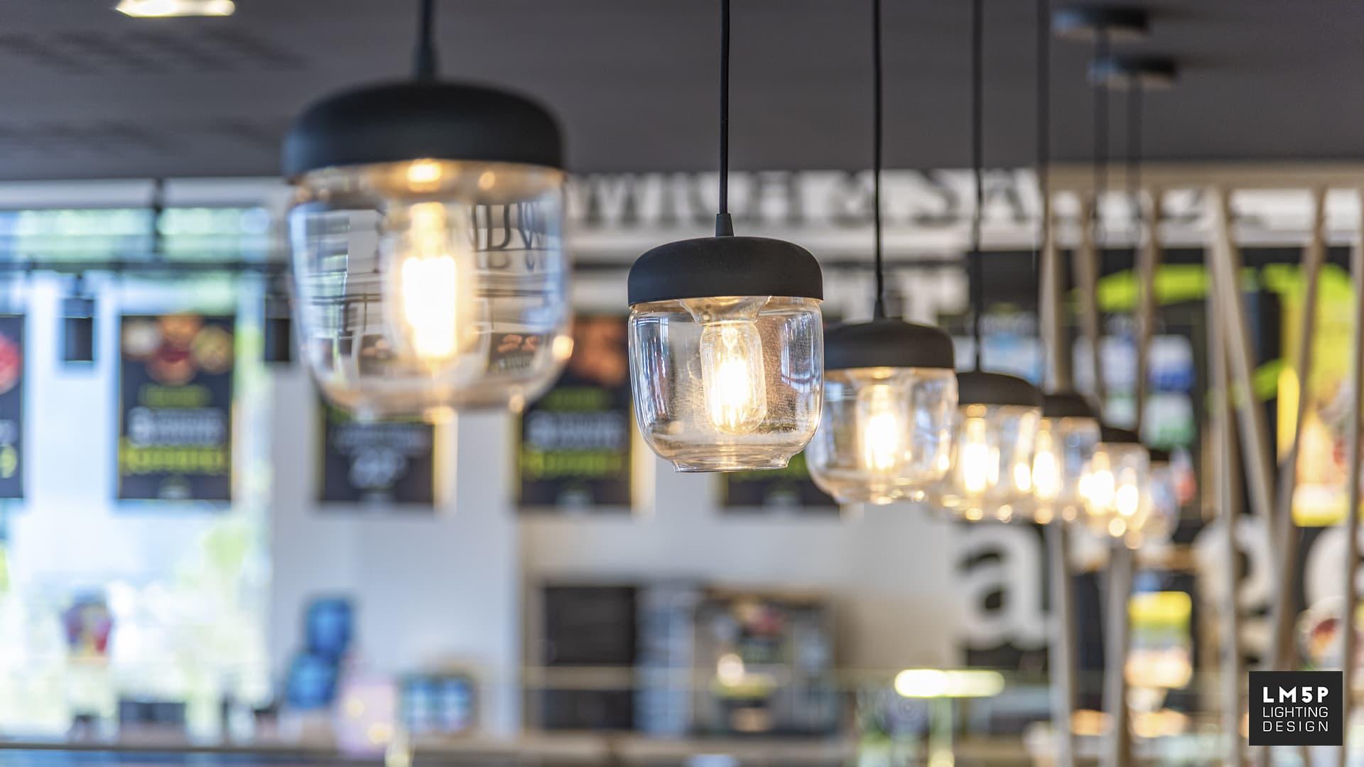 luminaire acorn en verre et metal
